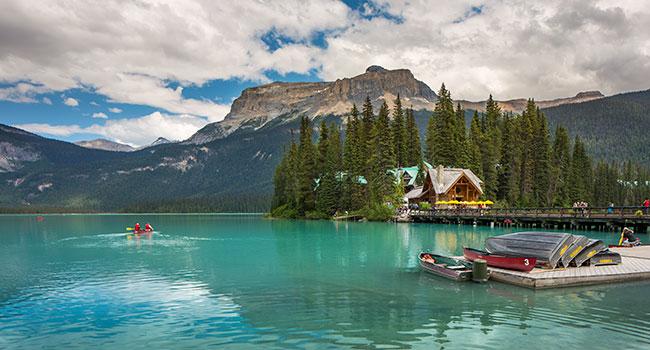 mountain lake lodge escape